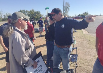 Southern Territory General Vice President Mark Blondin speaks to Local 250 members on the strike line outside Tinker AFB in Oklahoma City.