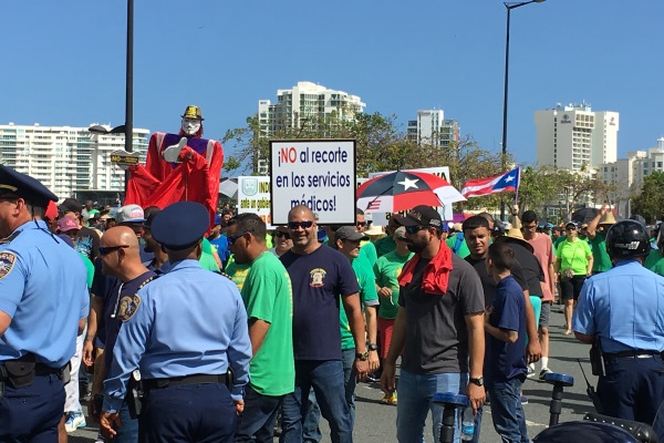 IAM Joins with Thousands to Protest Government's Anti-Worker Labor Reforms in Puerto Rico