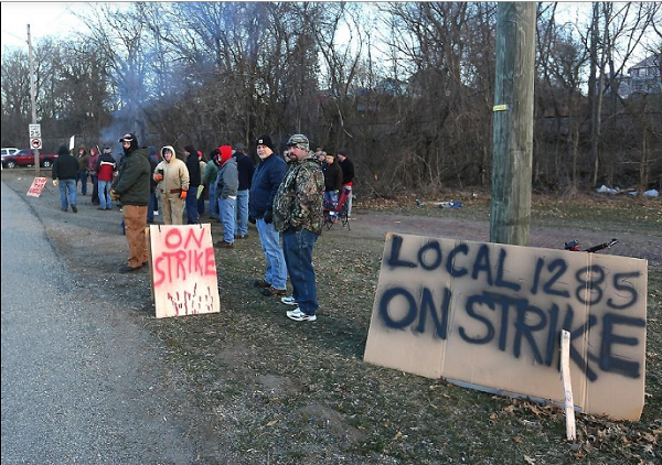 Ohio Machinists at Gradall Strike to Defend Working Families