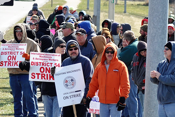 Striking Ohio Members at Gradall Get Victory in Court