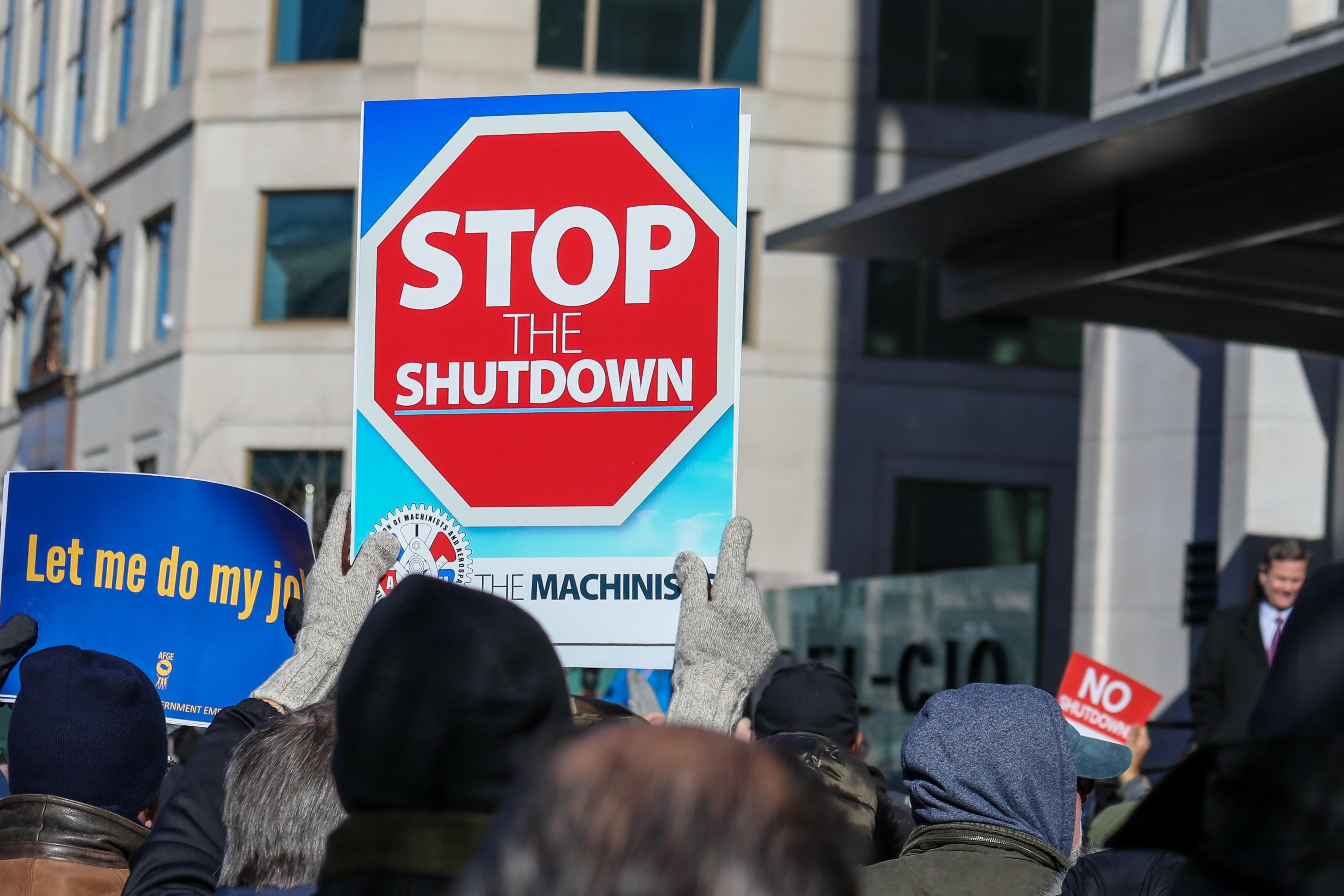 Thousands Rally to End Government Shutdown