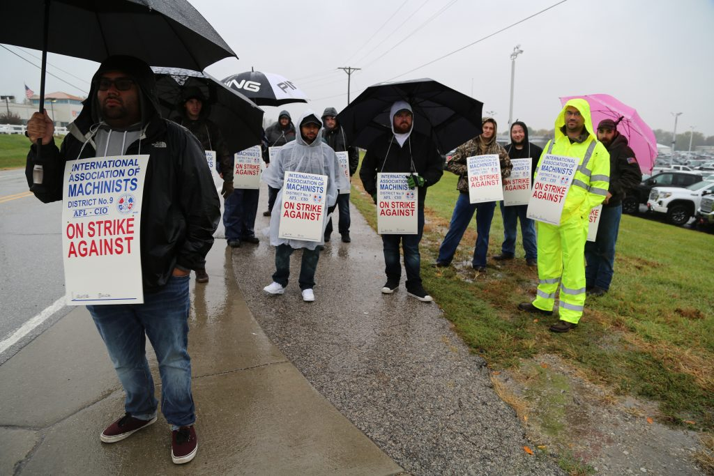 Illinois Iam Local 313 Members Strike Laura Buick Gmc To Protect Pension Iamaw