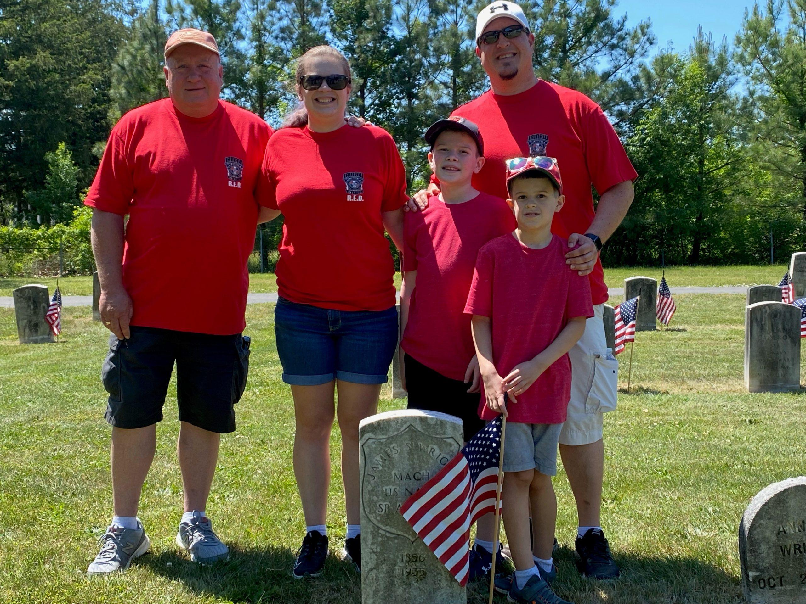 Patriotic IAM Members Help Clean Up Veterans Cemetery