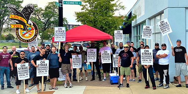 Hundreds of IAM Local 701 Mechanics Strike for Fair Contract in Chicagoland